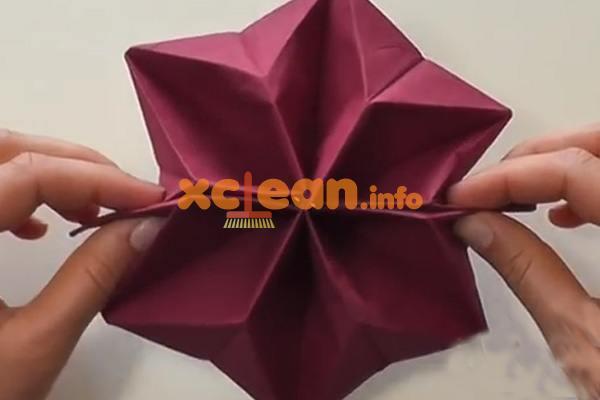 бумажная салфетка в виде цветка
