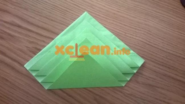 складываем зеленую салфетку